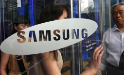 A slowing smartphone market combined with a strong Korean currency and the rise of local competitors has cut Samsung's profits for a third consecutive quarter