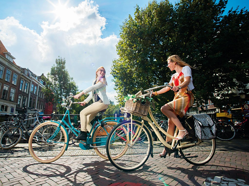 Over 100,000 cyclists use Utrecht's roads every day. The city's people are some of the healthiest in the world