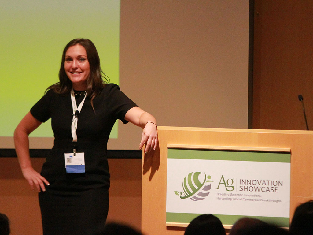Sarah Bellos of Stony Creek Colors, last year's runner up for Best of Show, taking a Q&A session after her presentation