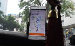 Taxi app Uber has agreed to merge its business in China with rival taxi firm Didi Chuxing