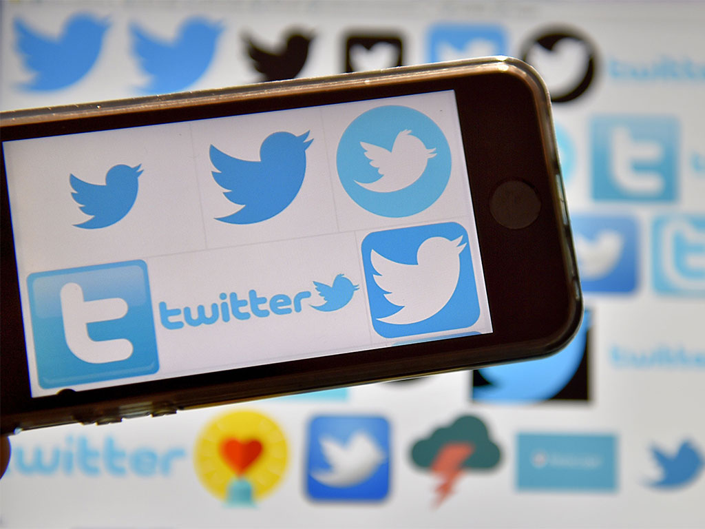 The head of Twitter's Greater China operations has announced her departure from the social media firm