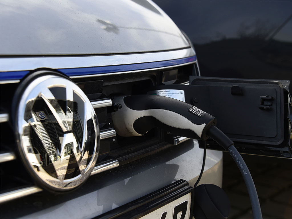 volkswagen powers   electric vehicle unit  bn investment   economy
