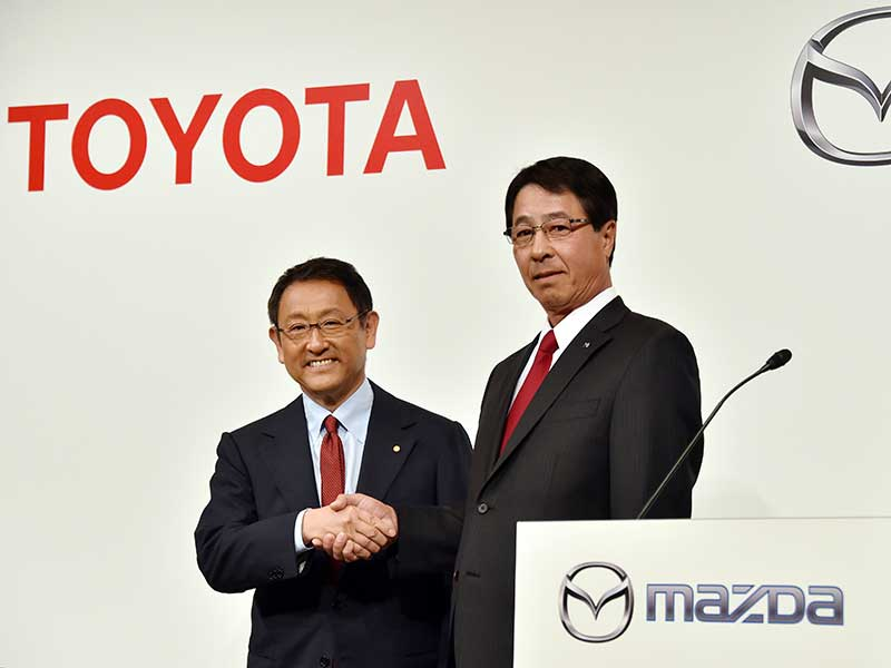 Japanese car manufacturers Toyota and Mazda have agreed to share a new $1.6bn manufacturing plant in the US, while further pooling resources to research the development of electric vehicles