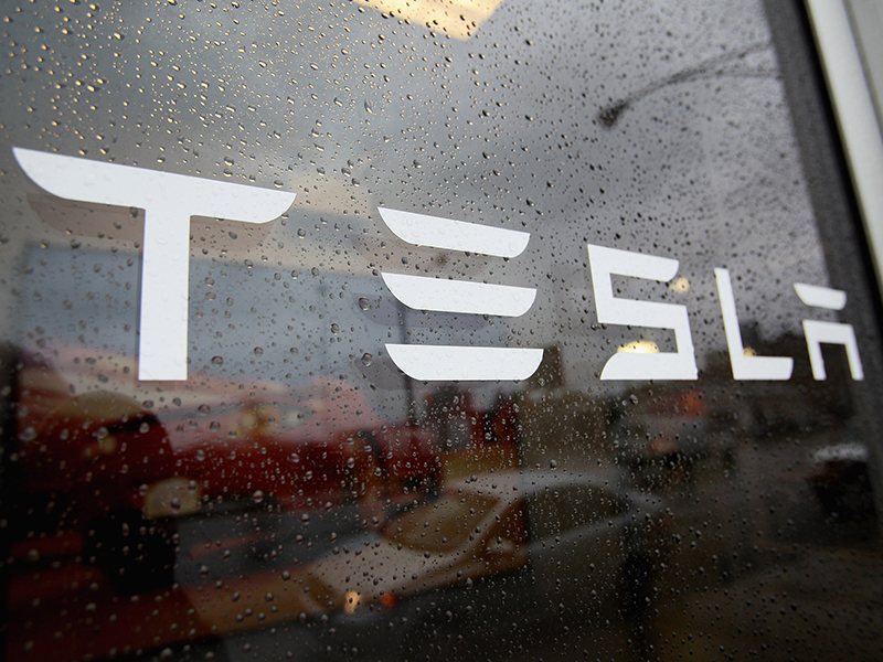 US electric vehicle firm Tesla has struck a deal with the Chinese Government to build a new facility in the country