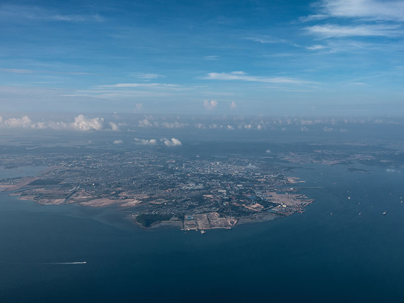 The Indonesian Government hopes to boost trade with Singapore and facilitate economic growth by constructing a sea bridge between the islands of Batam and Bintan