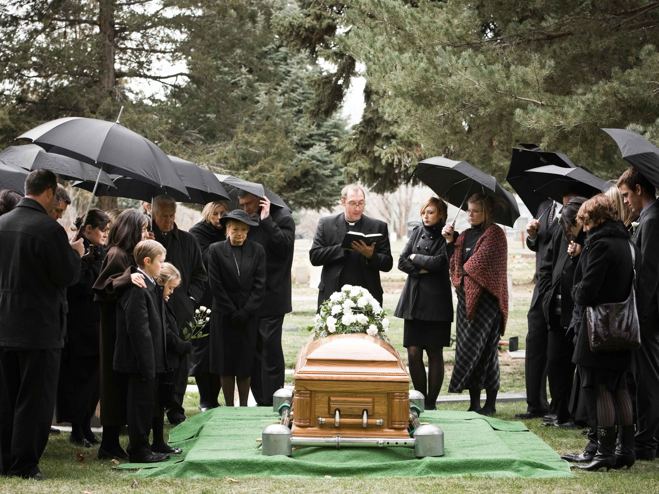 The funeral industry begins to bury tradition – The New Economy